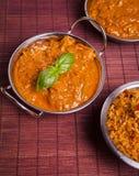 Curry di Tikka Masala del pollo sul fondo del rattan Immagini Stock Libere da Diritti