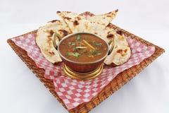 Curry för getkött med naan Arkivbilder