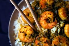 Curry-Garnelen mit Reis lizenzfreie stockfotos
