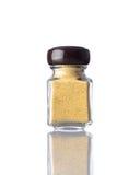 Curry giallo del barattolo su bianco Fotografie Stock Libere da Diritti