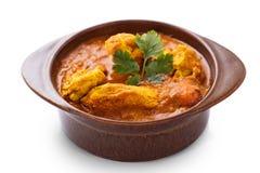 Curry indiano del pollo servito in terraglie fotografia stock libera da diritti