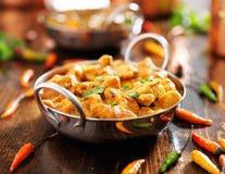 Curry indio del pollo en plato del balti Foto de archivo libre de regalías