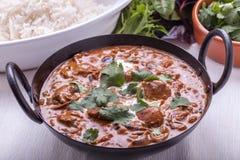 Curry in Karatschi-Teller Stockfoto