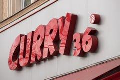Curry 36 podpisuje wewnątrz Berlin Germany zdjęcia stock
