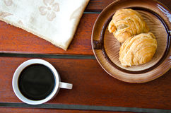 Curry puff and black coffee Royalty Free Stock Photos