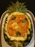 Curry rosso tailandese con l'ananas Fotografie Stock