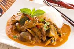 Curry tailandés rojo con carne de vaca y verduras Foto de archivo libre de regalías