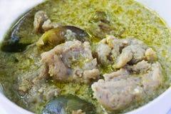 Curry verde con las bolas de pescados Imagen de archivo
