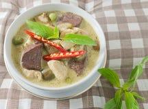 Curry verde con leche del pollo y de coco Imagen de archivo