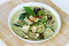 Curry verde sull'involucro di bambù Fotografia Stock Libera da Diritti