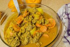 Curry zerkleinern und Kartoffeln Lizenzfreies Stockbild