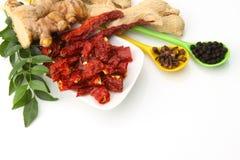 Currych liść imbir i czerwieni chillies, Zdjęcia Stock