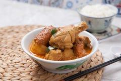 Curryhöna med rice Arkivfoto