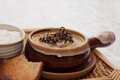 Currypumpasoup med löksugrör royaltyfri bild