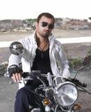 Curseur de moto avec des lunettes de soleil images stock