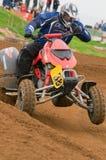 Curseur de motocross d'ATV actionnant hors du coin Image libre de droits