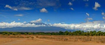 Curso África de Tanzânia da montanha de Kilimanjaro Imagens de Stock Royalty Free