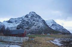 Curso ártico frio da montanha para as férias da lua de mel ou o inverno do divertimento que viajam para o papel de parede imagens de stock royalty free