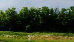 Curso através do campo bonito de Hungria Vista da janela de um carro movente video estoque