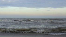 Curso azul vazio do oceano da água do céu do verão do mar do dia ensolarado da praia video estoque