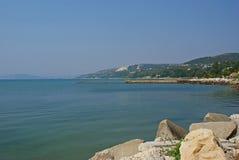 Curso a Bulgária: Opinião de Balchik do Mar Negro imagens de stock