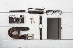 Curso, conceito das férias - grupo de material fresco com câmera e oth Fotos de Stock
