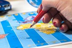 Curso - conceito Planeamento da viagem do carro Fundamentos do turista Espaço para o texto Fotografia de Stock