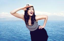 Curso, cruzeiro, turismo e conceito dos povos - marinheiro bonito Foto de Stock