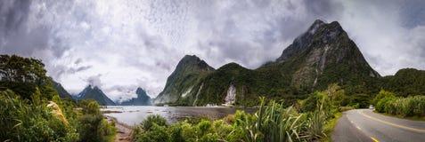 Curso da aventura em Milford Sound foto de stock