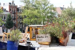 Curso de Europa: Amsterdão, Holanda, casa no rio fotos de stock