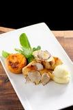 Curso de jantar fino do correio, peito de frango grelhado Fotos de Stock Royalty Free