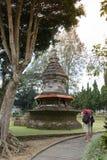 Curso de turistas no templo Fotografia de Stock Royalty Free