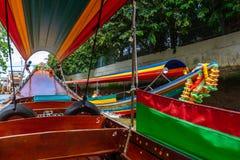 Curso do barco de Opular no rio de Chao Phraya, Banguecoque, Tailândia foto de stock royalty free