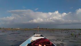 Curso do barco no lago Imagem de Stock Royalty Free