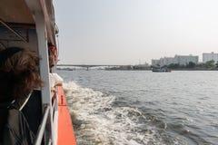 Curso do barco no rio de Chao Phraya Imagem de Stock Royalty Free