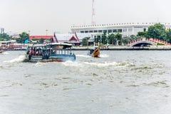 Curso do barco no rio de Chao Phraya Fotografia de Stock