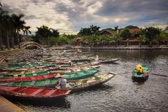 Curso do rio dos barcos de Hanoi Vietname Fotografia de Stock