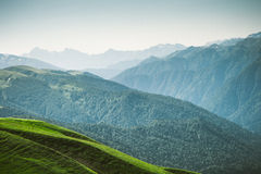 Curso do verão da paisagem das montanhas da vista aérea Foto de Stock