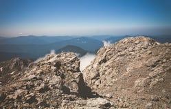 Curso do verão do céu azul de Rocky Mountains Landscape Foto de Stock Royalty Free