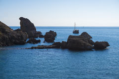 Curso do yatch de Antalya, mar rochoso Foto de Stock Royalty Free