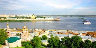Curso dos barcos de prazer ao longo do Volga Fotos de Stock