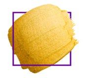 Curso dourado da escova do vetor Mancha da pintura da textura da aquarela isolada no branco Fundo pintado à mão abstrato para cum Foto de Stock