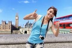 Curso feliz da mulher em Londres Imagem de Stock