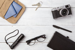 curso, férias, conceito do turismo - grupo de material fresco com camer Imagens de Stock Royalty Free