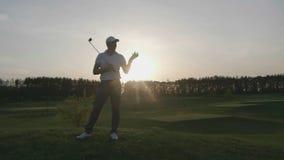 Curso masculino del club de golf del golfista metrajes