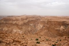 Curso no deserto de pedra que caminha a aventura da atividade Foto de Stock Royalty Free