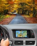 Curso pelo carro com sistema de navegação Imagem de Stock Royalty Free