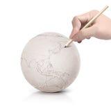 Curso que tira o mapa de Ásia na bola de papel Foto de Stock Royalty Free