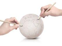 Curso que tira o mapa de Europa na bola de papel Imagem de Stock Royalty Free