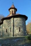 Curso a Romênia: Igreja do cano principal do monastério de Prislop fotos de stock royalty free